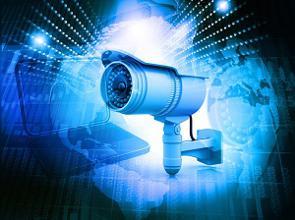監視カメラで世界のトップを行くHikvision(海康威視)や、第2位のDahua(大華技術)。いずれも深セン証券取引所に上場しているが、NYで「第2のファーウェイ」と名指しされる報道がなされたことを受けて5月22日、23日と2日連続で大幅安となった。(イメージ写真提供:123RF)