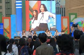 中国メディアは、華やかな舞台に立つK-POPアイドルに憧れ、「芸能プロダクションのアイドル研修生としての生活を送る外国人」を紹介する記事を掲載した。(イメージ写真提供:123RF)