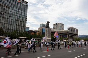 中国メディアは、韓国で日本政府に対する抗議デモが起こる一方、文在寅大統領の退陣を求めるデモ活動も発生していると報じた。(イメージ写真提供:123RF)