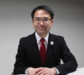 スマートフォンアプリ「NISSAY DC Station」の開発背景などについて日本生命保険の確定拠出年金担当課長の石岡亮太氏(写真)に聞いた。