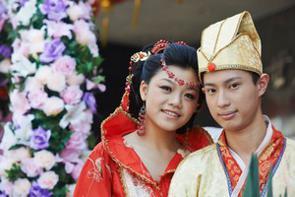 世界のどの国・地域にもたいてい、その土地に住む民族ならではの衣装がある。日本の場合は和服がそれにあたり、現代においても成人式など特定の場面において着る機会がある。(イメージ写真提供:123RF)