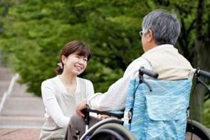 少子高齢化社会を突き進む日本だが、実は2050年には中国の高齢者は4億人を超え、中国が日本を抜いて世界一の高齢化社会になる、との説がある。(イメージ写真提供:123RF)