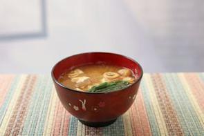 ユネスコ無形文化遺産に登録された「和食」は、その美しさやおいしさ、ヘルシーさなどから世界中で人気が高まっている。中国メディアは、そんな和食に欠かせない「みそ汁」について紹介する記事を掲載した。(イメージ写真提供:123RF)
