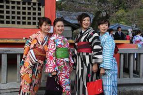 近年、急速に増加していた訪日中国人。2014年は約240万人だったのが、2019年には約959万人と約4倍に膨れ上がった。中国では反日感情が強いと言われているのに、なぜこれほど多くの中国人が急に日本を訪れるようになったのだろうか。(イメージ写真提供:123RF)