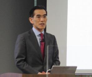 モーニングスター代表取締役社長の朝倉智也氏(写真)は、「環境変化に業績が左右されにくいSaaSモデルとアセットマネジメント事業を2本柱に安定した成長を継続したい」と語り、向こう3年間の事業展望を語った。