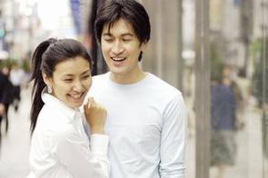 日本の婚姻件数は2012年以降は減少を続けているが、国際結婚は年間2万1000人前後で横ばいが続いている。2018年の統計では、国際結婚で最も多かったのが日本人男性と中国人女性の組み合わせで、約5000組いたようだ。(イメージ写真提供:123RF)