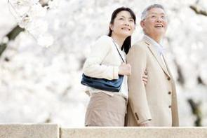 中国のポータルサイトに、おしゃれな格好をした日本の老夫婦の日常を撮影した画像がSNS上で人気を集めており、決して老け込むことのない「おしゃれな老後生活」の可能性を示しているとする記事が掲載された。(イメージ写真提供:123RF)