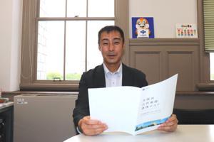 写真:元木チーフプロデューサー(大阪府庁にて)